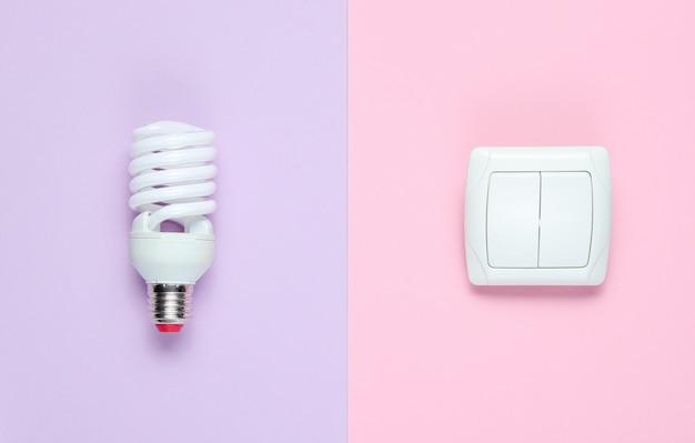 Lâmpada econômica, interruptor. vista do topo. conceito de consumidor eletro minimalista
