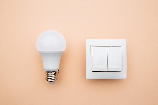Lâmpada led e liga. conceito de economia de energia elétrica