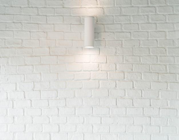 Lâmpada na parede branca