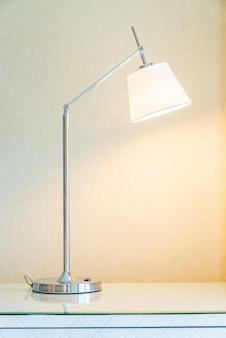 Lâmpada no quarto