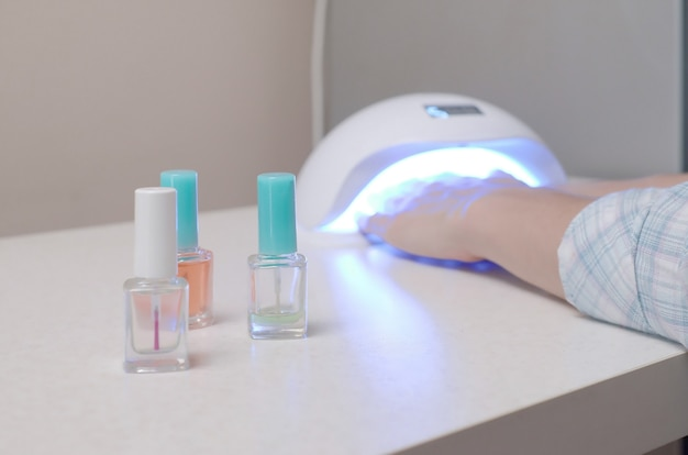 Lâmpada uv para unhas e conjunto de esmaltes cosméticos para manicure e pedicure