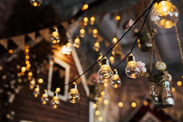 Lâmpadas de luz de luxo retrô bonitas, decoração brilhante.