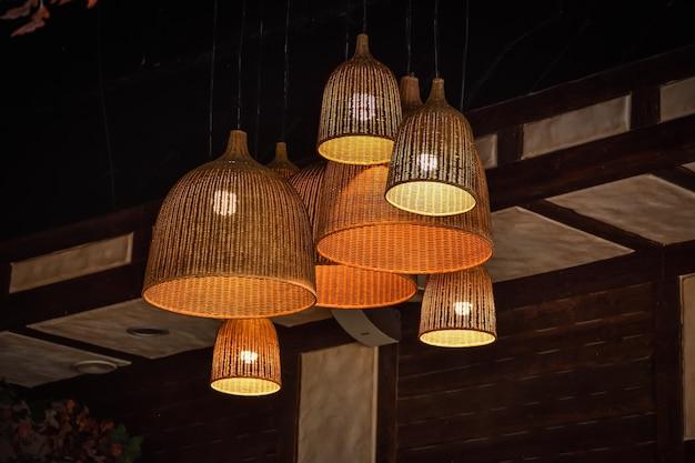 Lâmpadas de vime no teto, lustre feito à mão, lâmpadas decorativas