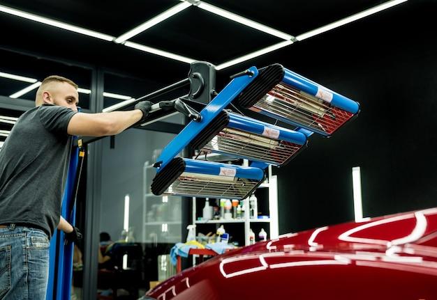 Lâmpadas infravermelhas para secagem de peças de carroceria após a aplicação de revestimento de brilho