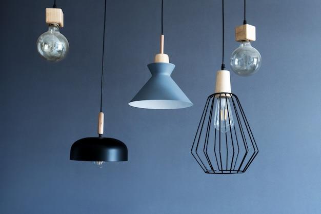 Lâmpadas modernas elegantes penduradas no teto