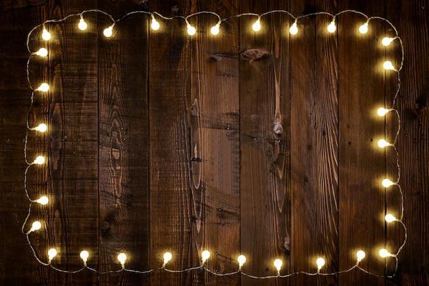 Lâmpadas na madeira