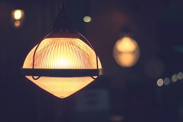 Lâmpadas velhas da ampola do vintage no restaurante, lâmpada do teto do vintage para o interior do dacorate