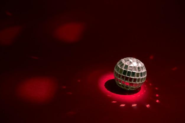 Lançador de disco pequeno no vermelho