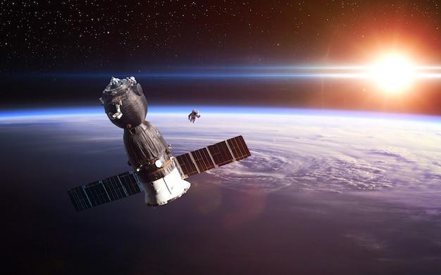 Lançamento da nave espacial para o espaço. elementos desta imagem fornecidos pela nasa.