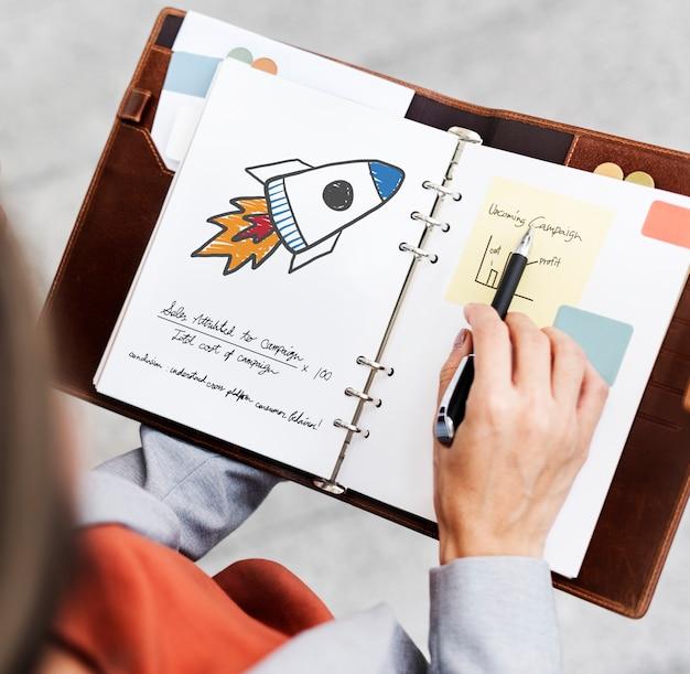 Lançamento de foguete, desenho em um diário