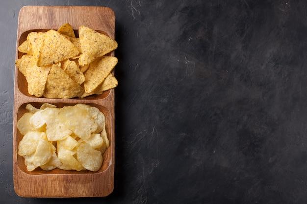 Lanche de festa, batatas fritas, nacho.