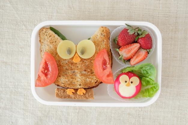 Lancheira da coruja vermelha, divertido arte culinária para crianças