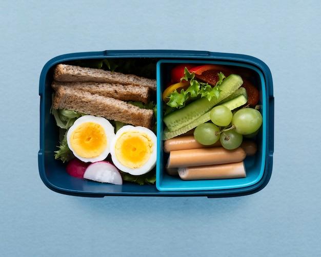 Lancheira de comida para crianças saudáveis com ovo e verduras