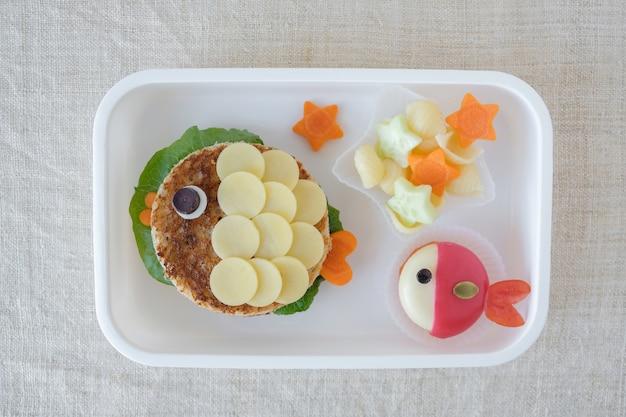 Lancheira de peixe, divertido arte culinária para crianças