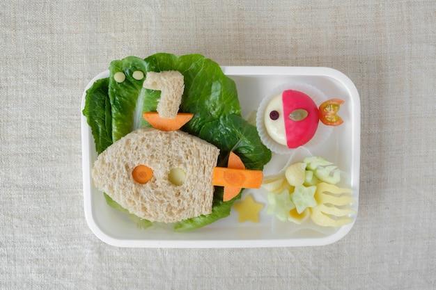 Lancheira submarino e peixe, divertido arte culinária para crianças