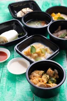 Lancheiras em recipientes de comida ecológica