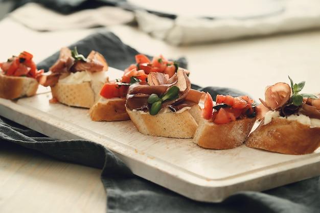 Lanches de bacon. tapas espanholas tradicionais