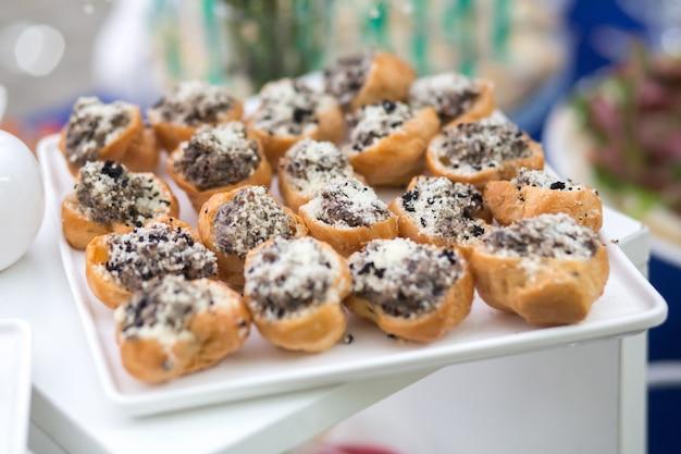 Lanches na mesa em um evento festivo ou jantar