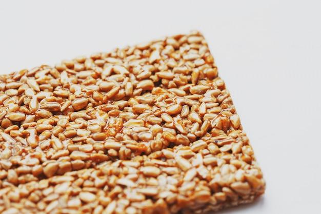 Lanches saudáveis. comida de dieta de aptidão. kozinaki frita, sementes, barras energéticas.
