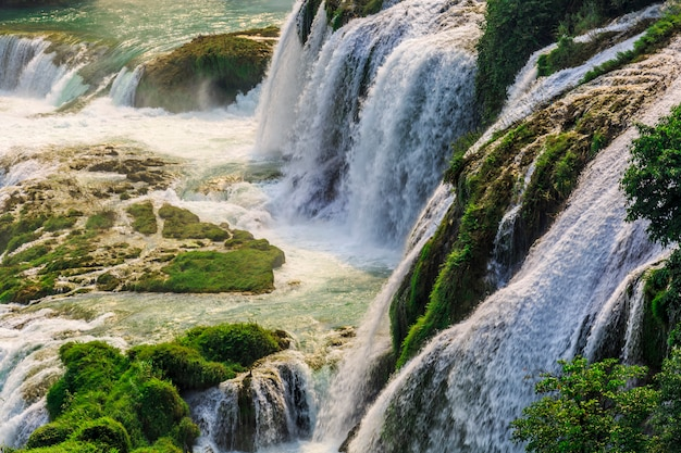 Lanscape linda com cachoeira