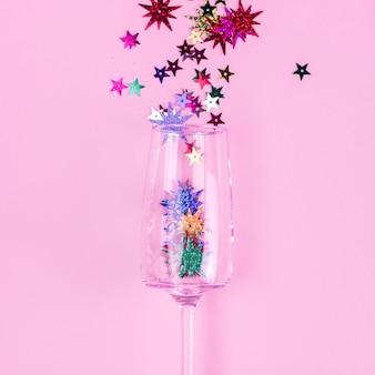 Lantejoulas estrela espalhadas de vidro