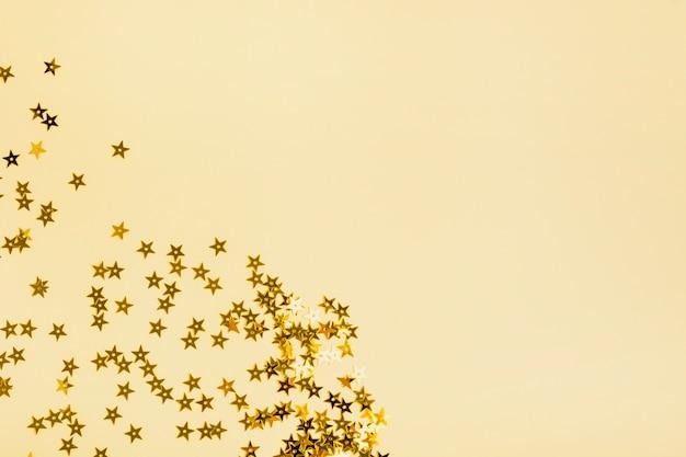 Lantejoulas estrelas douradas com espaço de cópia
