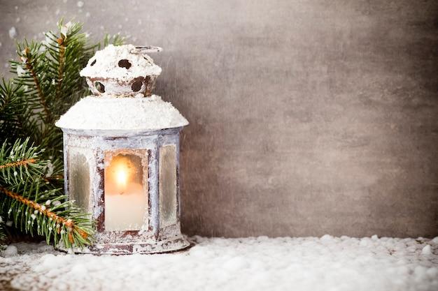 Lanterna com árvore de natal, decoração de natal.