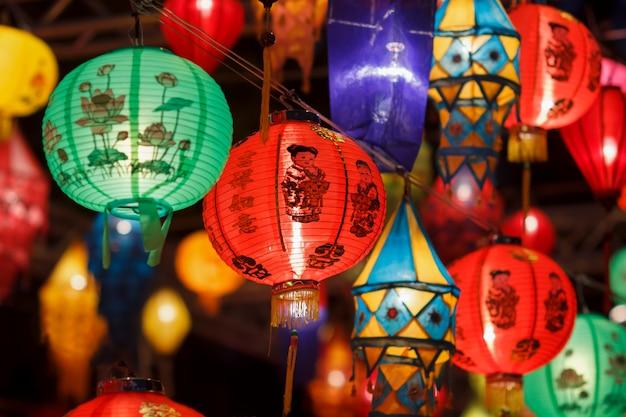 Lanternas asiáticas no festival internacional de lanternas, chiangmai, tailândia.