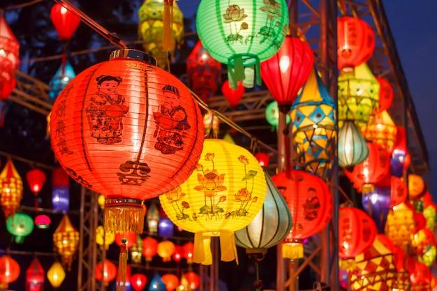 Lanternas asiáticas no festival internacional de lanternas