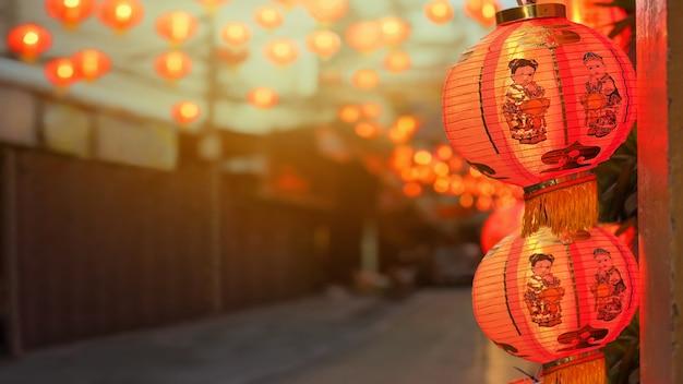 Lanternas chinesas do ano novo na cidade da porcelana.