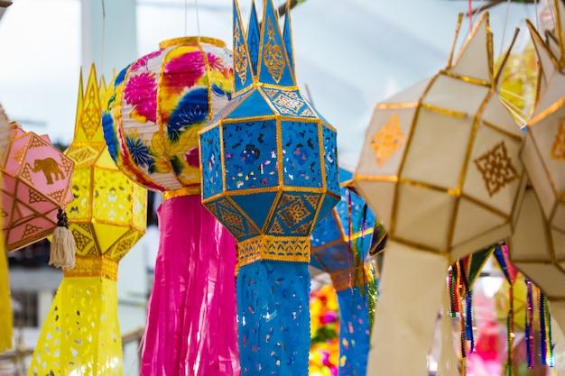 Lanternas de papel na tailândia