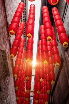 Lanternas vermelhas nos becos de antigas cidades da china