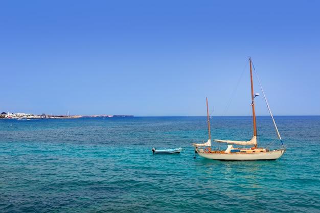 Lanzarote playa blanca praia no atlântico
