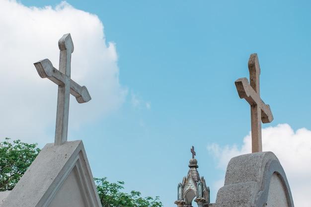 Lápides no cemitério