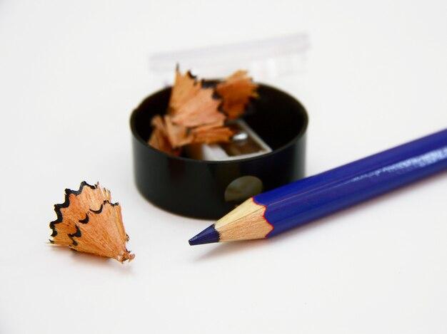 Lápis afiado. apenas afiado. isolado no branco