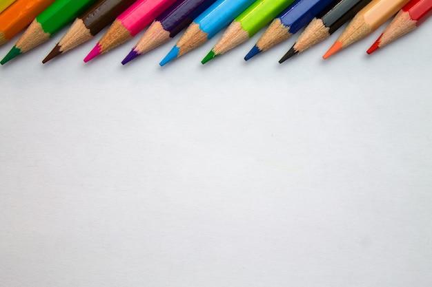 Lápis colorido.