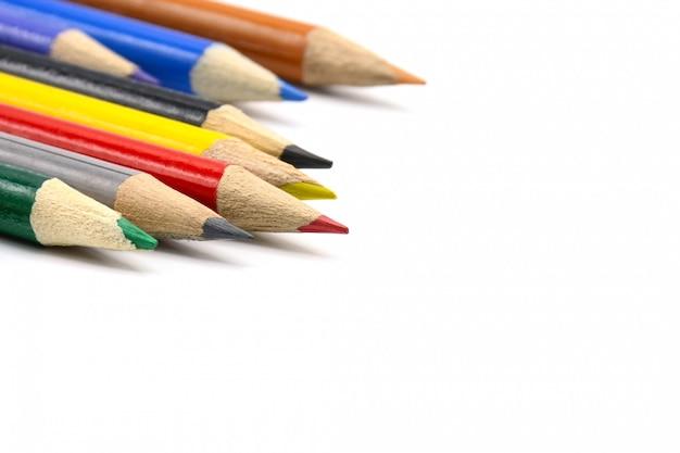 Lápis da cor isolados no branco - ascendente próximo.