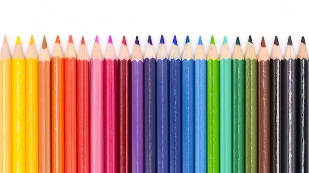 Lápis da cor isolados no fundo branco.