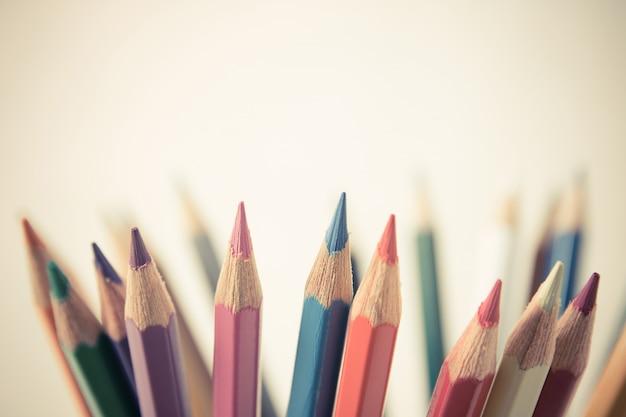 Lápis de cor com espaço de cópia, conceito de quadro de educação