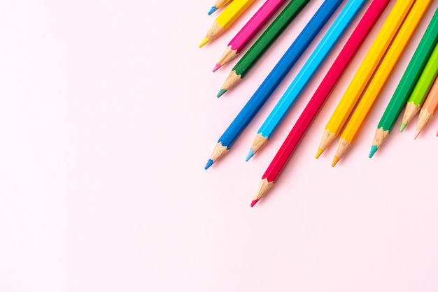 Lápis de cor com espaço de cópia