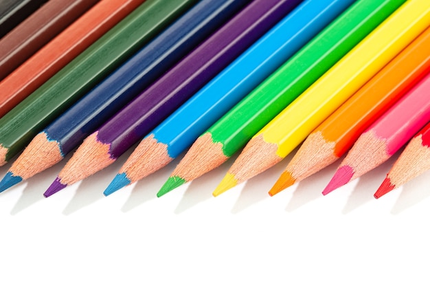 Lápis de cor isolados. lápis de cor coloridos.