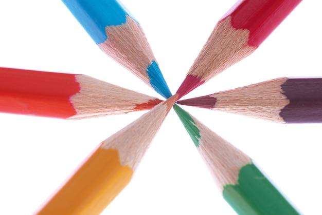 Lápis de cor isolados no fundo branco