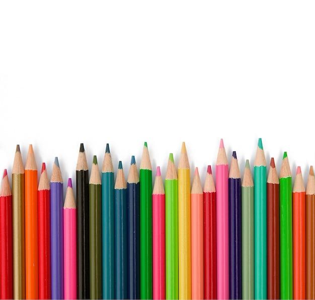 Lápis de cor na parede branca