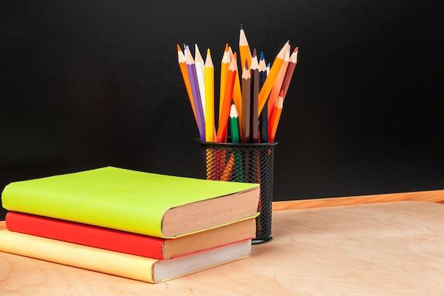 Lápis de cor no copo