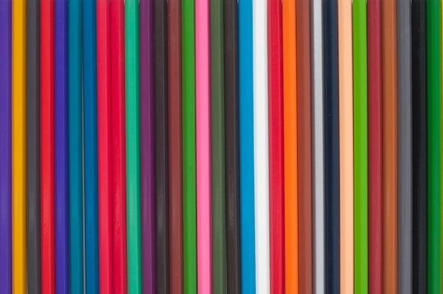 Lápis de cor no fundo branco.