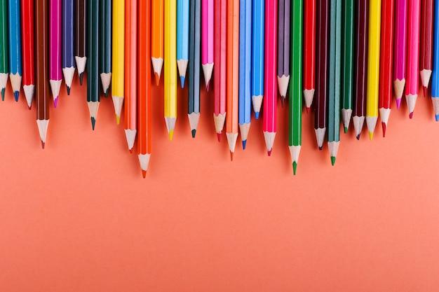 Lápis de cor sobre coral