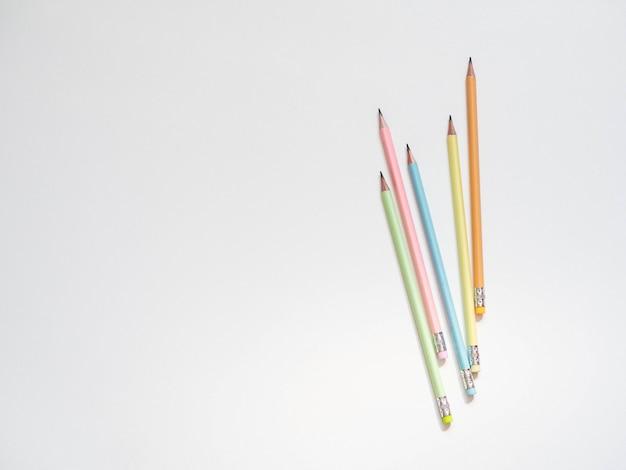 Lápis de grafite multicoloridos