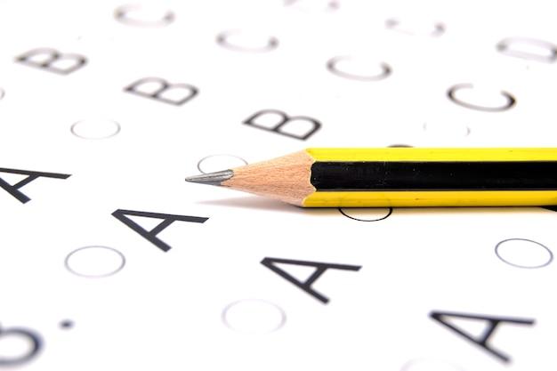 Lápis na lista de teste de exame de teste