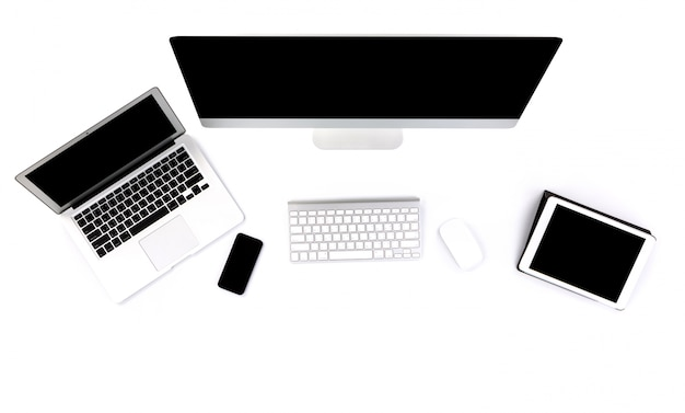 Laptop, computador e tablet em um fundo branco
