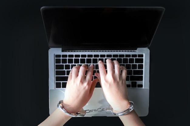 Laptop tipo computador de mão para crime